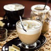 Tasses et Sous tasses en verre et couleur noir - Arts de la Table - Sables et Reflets