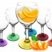 sables & reflets verres à pied a vin au fond de couleur